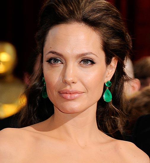 Angelina Jolie subasta joyas diseñadas por ella misma