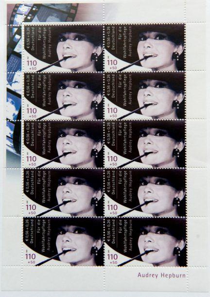 Subastan los sellos prohibidos de Audrey Hepburn
