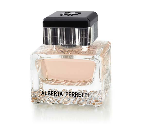Claudia Schiffer imagen de la nueva fragancia de Alberta Ferretti