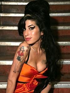 cHISMES y oTRAS hIERBAS Amy-Winehouse-estudiara-Ballet-225x300