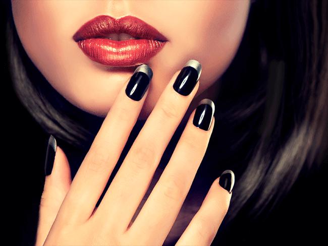 Las manicuras bicolor marcan tendencia esta temporada