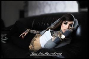 Mujer con tatuajes