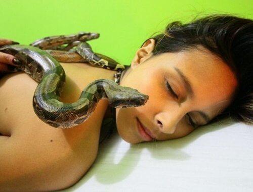 ¿Os apetece un masaje con serpientes?