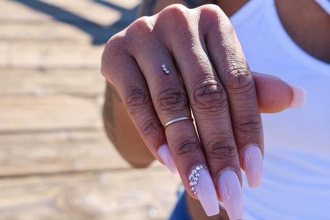 Pide a tu pareja matrimonio con un «piercing de compromiso»