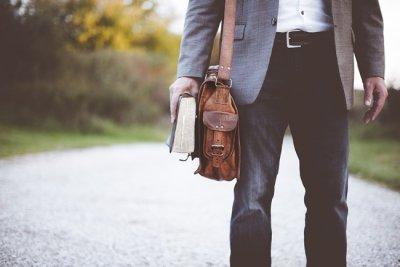 Tendencias de bolsos y zapatos para hombre