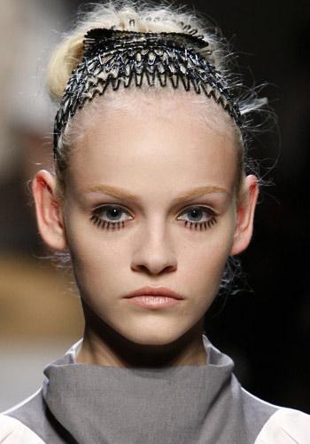 Completa tu look estival con los adornos para el pelo de esta Primavera/Verano 2010