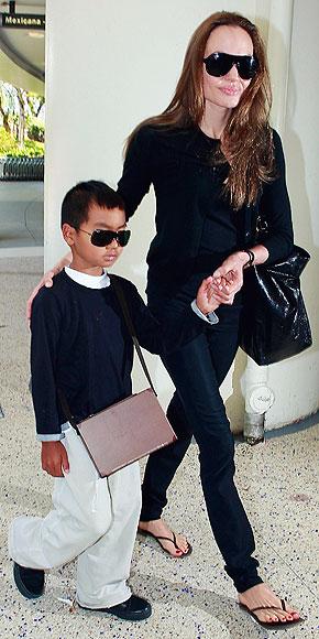 El look de Angelina Jolie para el aeropuerto