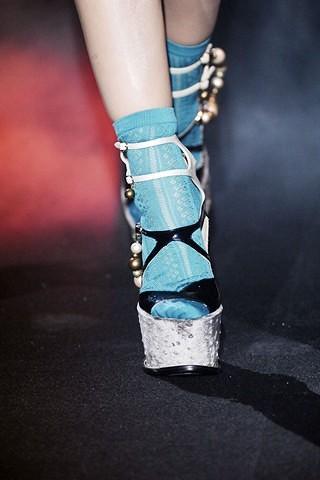 ¿Sandalias con calcetines?