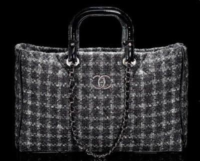 Tweed y cadena, lo último en bolsos