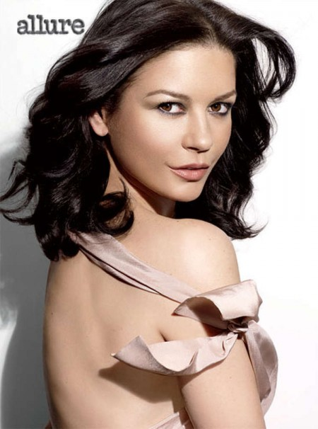 Catherine Zeta Jones posa desnuda a los 40 para Allure.