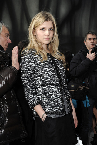 chanel___front_row_399215004_320x480