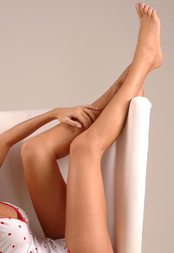 Dales un descanso a tus piernas este Verano con las cremas de la marca KHOSHA 1885