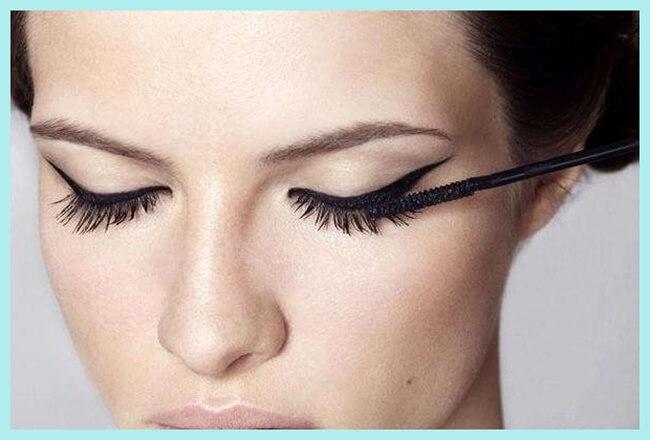 eyeliner años 50