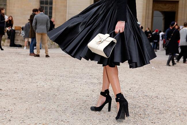 Cómo combinar una falda midi