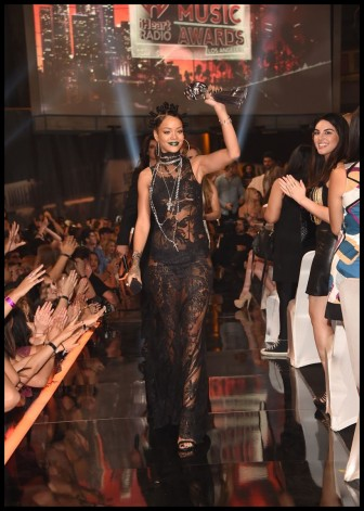 Rihanna triunfa en los I Heart Radio Music Awards