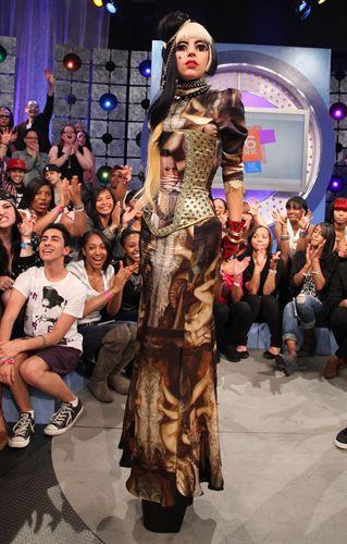 Lady Gaga se decanta por la moda española