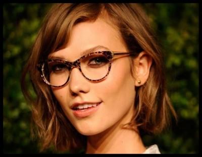 Karlie Kloss con gafas