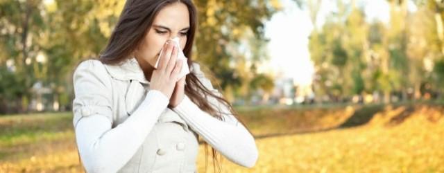 mujer con gripe en primavera