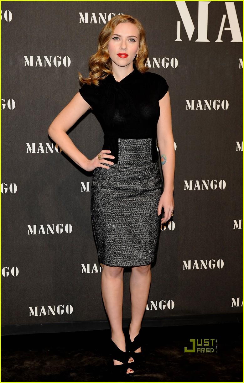 Scarlett Johansson, guapísima en el desfile de Mango