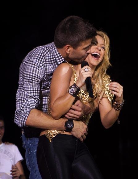 Shakira aprende a hablar en catalán