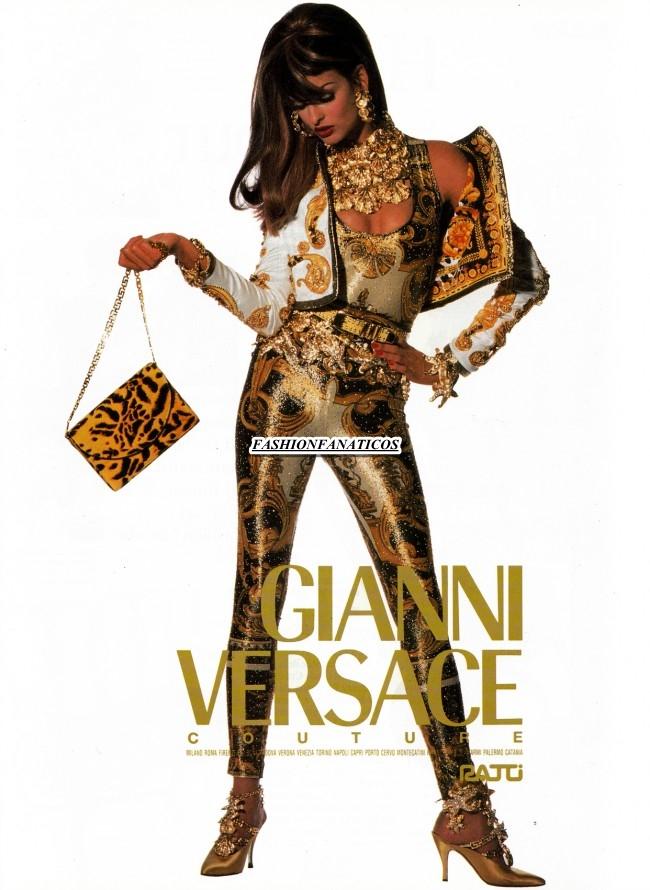 Versace reedita las icónicas camisas estampadas