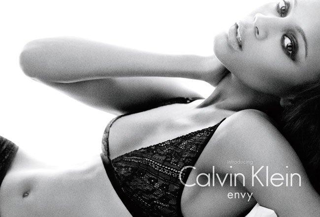 Primeras imágenes de Zoe Saldana como imagen de Calvin Klein
